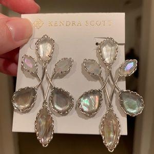 🆕 with tags Kendra Scott Gwen earrings